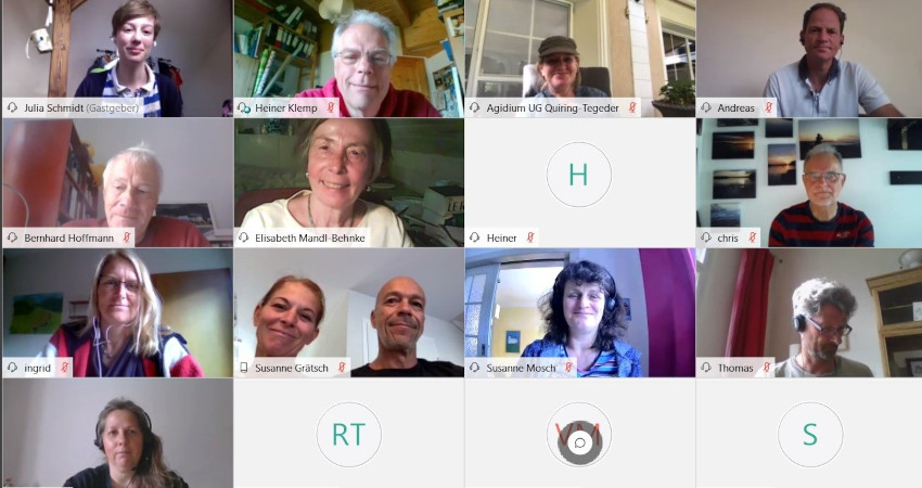 Julia Schmidt (oben links) moderierte die Videokonferenz, Heiner Klemp (rechts daneben) informierte über den Inhalt des Mobilitätskonzepts.